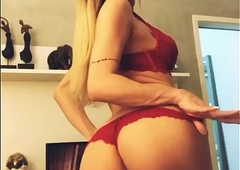 Fernanda Dias- Tgata loira de SP sensualizando em casa