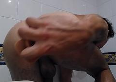 Farting to put emphasize bath
