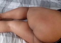caboose gordo esperando en depress cama