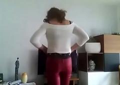 Caroline crossdresser  en pantalon regimen rouge et climax echancr&eacute_